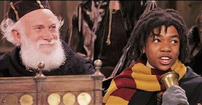 Nigel Anstey, avô de Tom Felton, em cena de 'Harry Potter e a Pedra Filosofal'   Ordem da Fênix Brasileira
