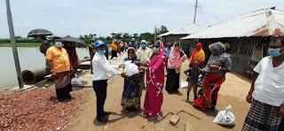 মোংলার উলুবুনিয়া গ্রামে আম্পানে ক্ষতিগ্রস্থদের মাঝে  জিআর চাল বিতরণ