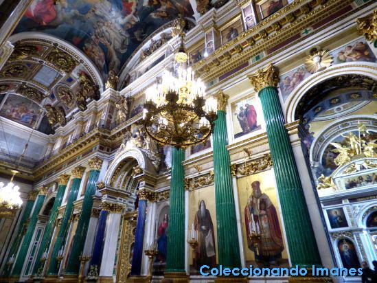 Interior de la Catedral de San Isaac en San Petersburgo
