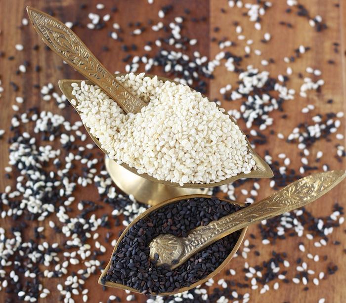 do white and black sesame seeds taste different?