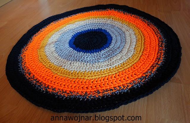 Tęczowy dywanik ze sznurka.