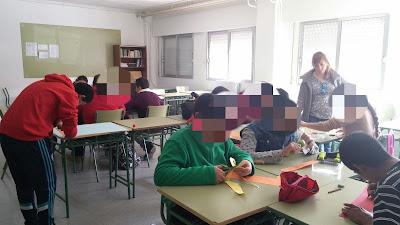 alumnos con TEA trabajando en aula ordinaria