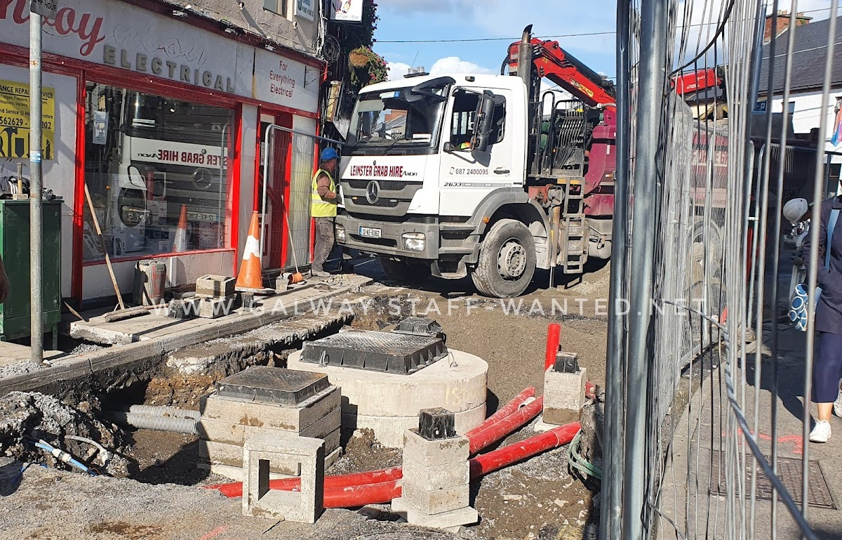Fitting a new water main - The Big Dig in Woodquay, in time for the October closedown