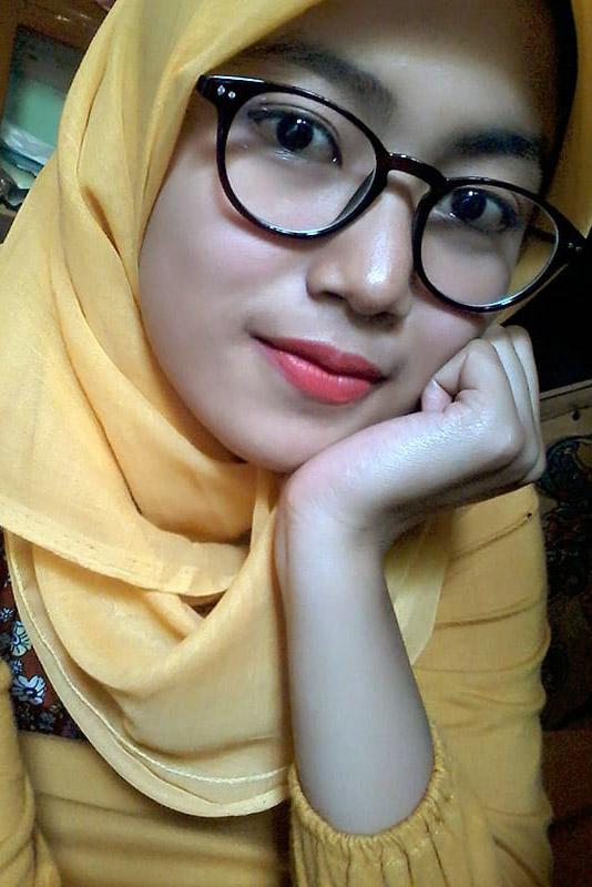 Cewek IGO Jilbab Kacamata anak
