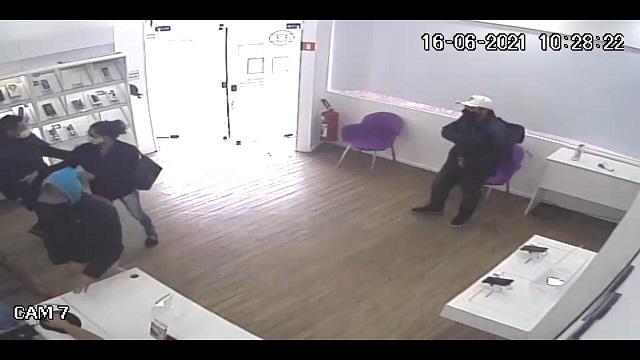 Homem que roubou loja de telefonia é preso em ação conjunta das Polícias Civil, Rodoviária Federal e Militar no Vale do Ribeira