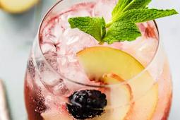 Blackberry Peach Elderflower Cocktail #healthydrink #easyrecipe