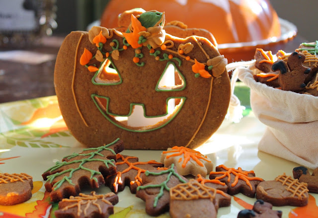 Pumpkin decorated cookies ideas @www.thecookiecouture.com
