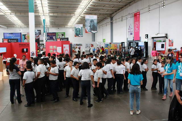 niños provenientes de diversos centros educativos durante la FILGUA