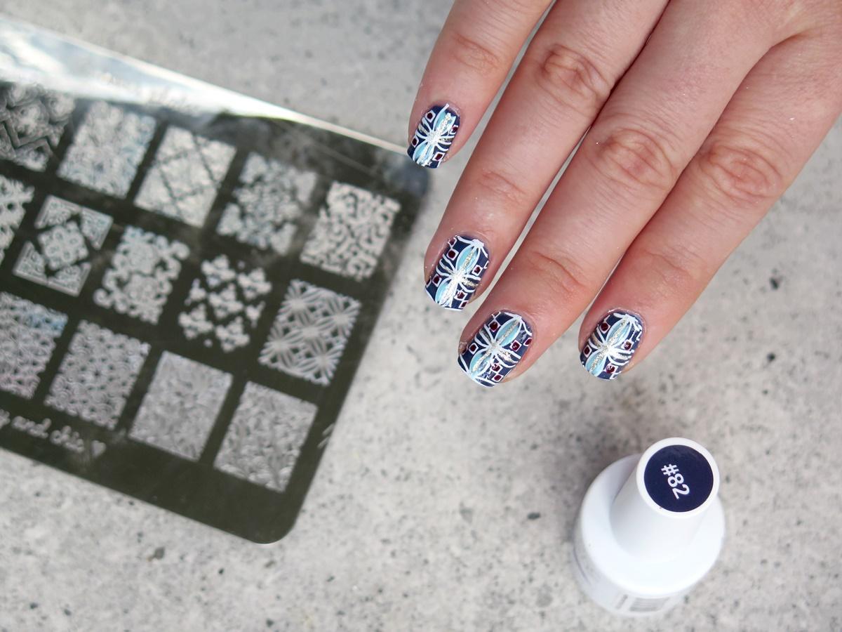 Trendy w zdobieniu paznokci: Arabeski i marokańskie wzory jak kafelki