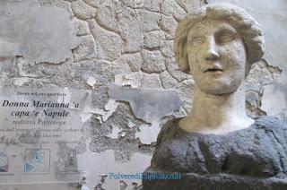 Volto femminile in marmo della mitica sirena partenopea