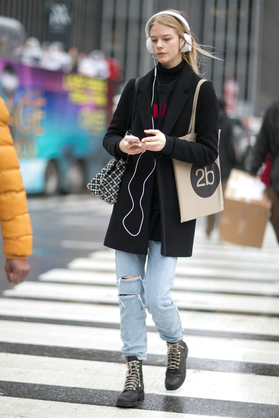 Model Street Style At New York Fashion Week Autumn Winter