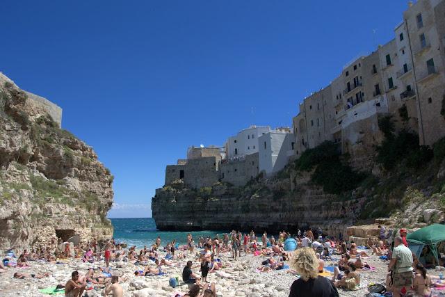 plaża w Polignano a Mare, jak wygląda w sezonie