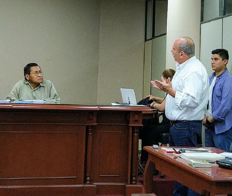 Murillo interpelando al juez Fernández porque solo quedaron dos jueces técnicos para llevar la parte final del caso terrorismo / TWITTER