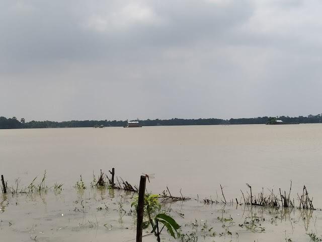 बाढ़ के पानी में डूबा कार, महिला की मौत