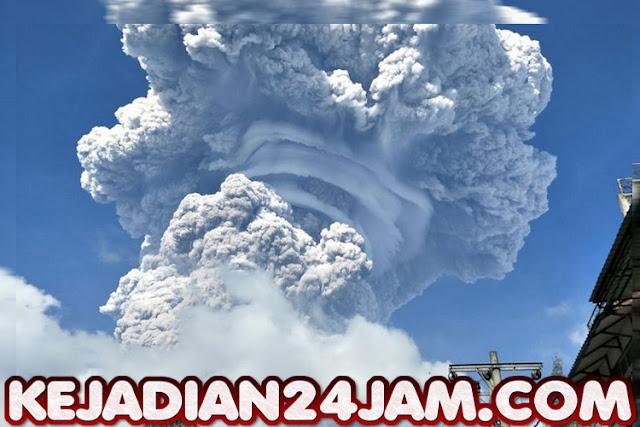 Gunung Sinabung Kembali Erupsi Dan Semburkan Awan Panas