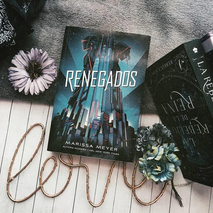 Foto del libro Renegados de la autora Marissa Meyer