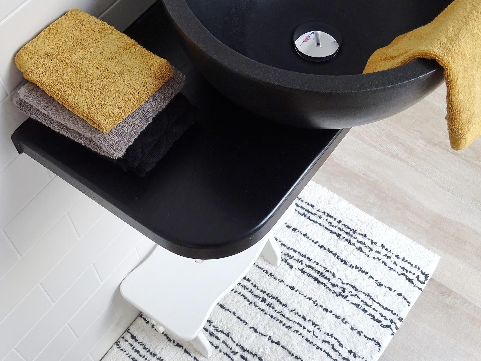 Gäste-WC und rundes Steinwaschbecken - 5 Fragen und Antworten am Fünften - #randomfactsaboutme - https://mammilade.blogspot.de
