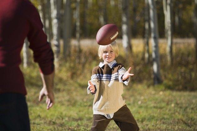 كيفية تعليم كرة القدم للأطفال