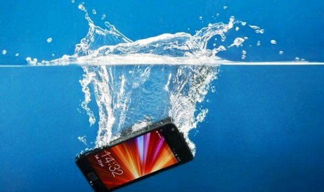 Smartphone Terendam Air