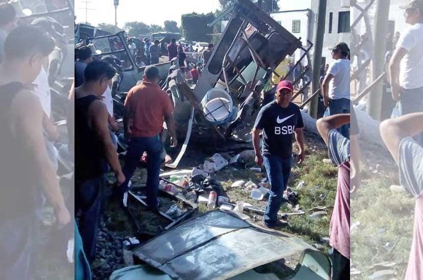 Choque de tren y transporte público en Querétaro deja 8 muertos y 6 heridos 3 de gravedad