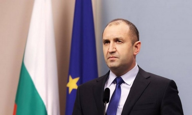 Bulgarian President calls on government and prosecutor general to resign