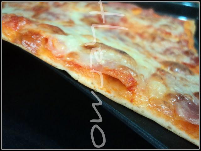 Masa para pizza, pizza de jamón york y cuatro quesos, receta casera
