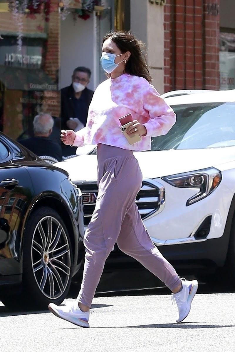 Katharine McPhee Picking Up Takeout in Beverly Hills  21 Jun -2020