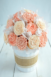 DIY Cupcake Bouquet from Stagetecture