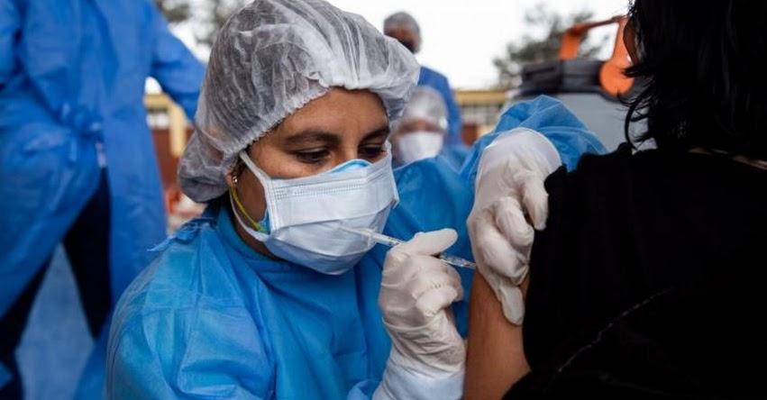 Más de 260 mil maestros han recibido primera dosis contra covid-19 a nivel nacional, informó el Ministro de Educación, Ricardo Cuenca