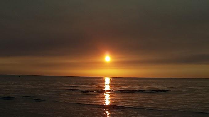 Mar Dourado Lindo Pôr do Sol