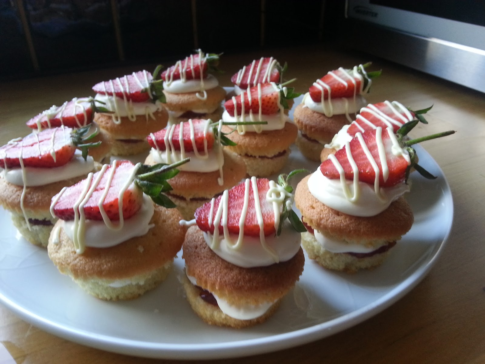 Baking Crazy Mini Strawberries And Cream Cakes By Lorraine Pascale 14 4 13
