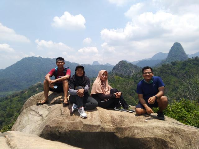 Puncak Gunung Kandaga 312 MDPL