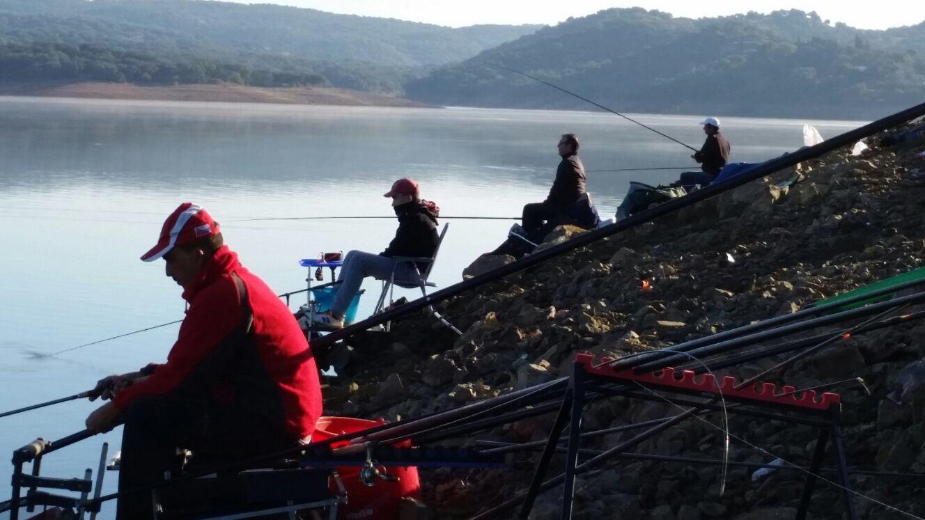 Curso de obtenci n de licencia de pesca continental en for Piscina mairena del alcor 2017