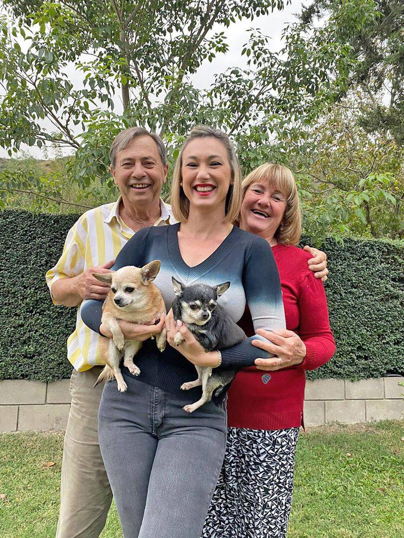 Andrea Dellacasa volvió a vivir con sus papás tras 18 años