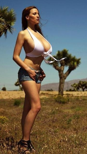 sexy girl in pantaloncini corti, tette grosse