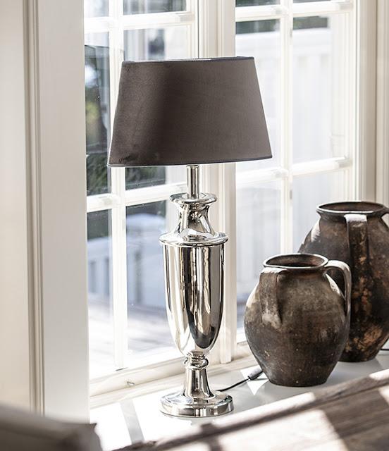 Lampa i amerikansk New England stil från Hallbergs.