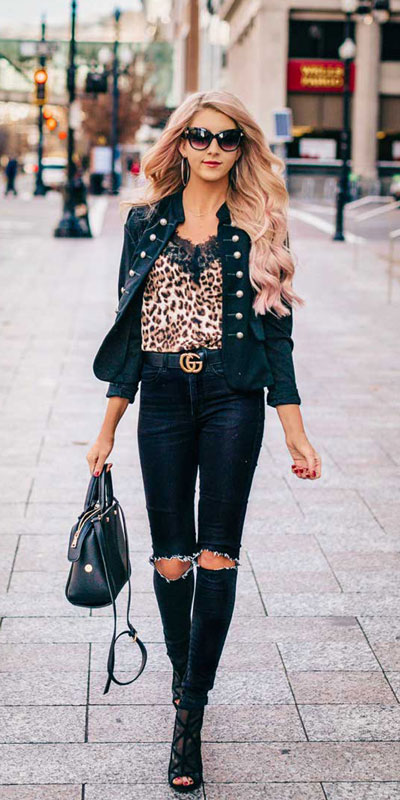 If you are looking for a new look to get with your black skinny jeans then have a look at these 20 stylish black jeans outfits to copy this fall season. Casual Outfits via higiggle.com | denim jacket | #jacket #blackjeans #streetstyle #casualoutfits