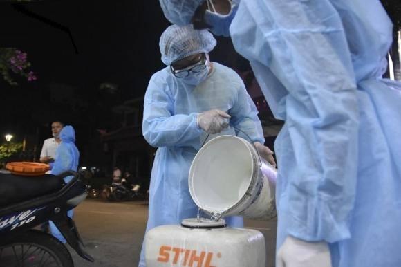 2 người tiếp xúc với ca COVID-19 tại Huế có biểu hiện sốt