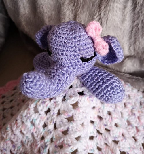 Cuddle Me Elephant crochet pattern - Amigurumi Today | 535x500