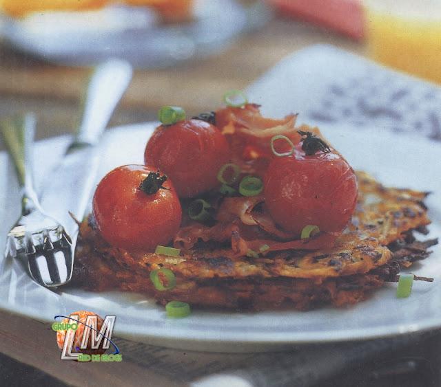 Tortitas de patatas con jamón y tomates cherry