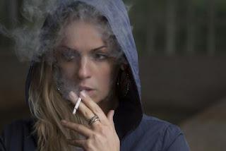 Kebutuhan Mengunyah Dan Meresap, Kebutuhan Mengunyah Dan Menghisap, penyebab kecanduan merokok, wanita merokok, penyebab merokok karena kebutuhan