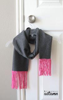 scarpa in tessuto cachemire con frangia in lana