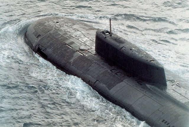 En agosto de 2000, el submarino ruso de clase Oscar Kursk zarpó hacia el Mar de Barents junto con otros elementos de la Flota del Norte de la Armada rusa