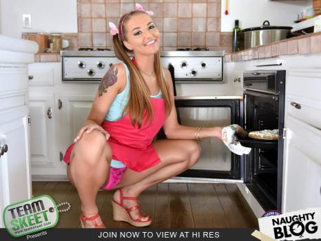 Teen Pies – Avery Adair: Iced Pussy Pastries