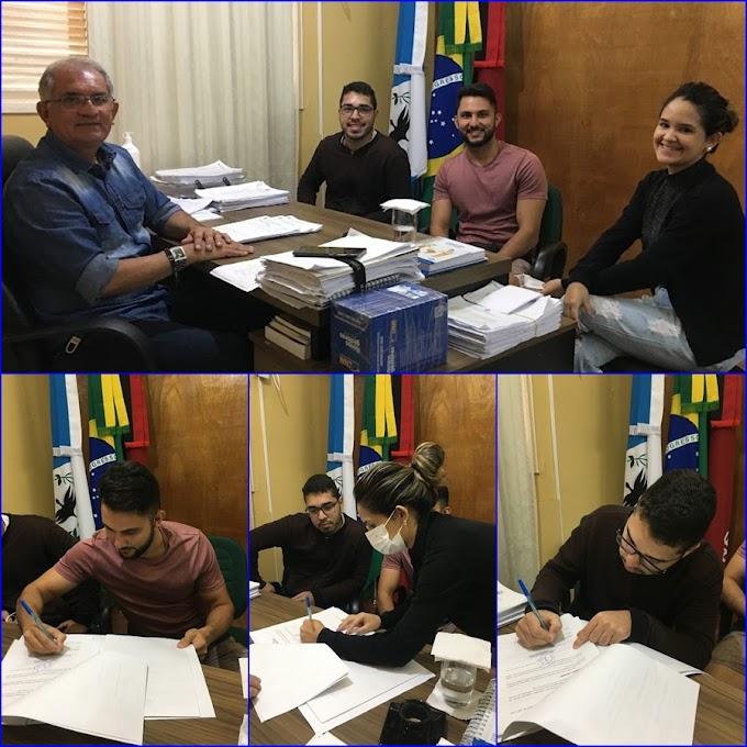 Prefeito Vital Costa assina termo de compromisso de estágio com alunos do curso de Engenharia Civil da UEPB