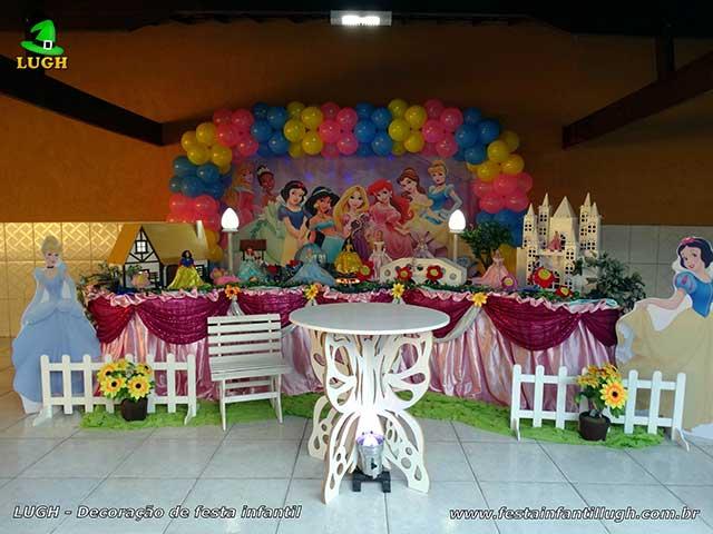 Decoração mesa luxo para festa infantil tema Princesas Disney