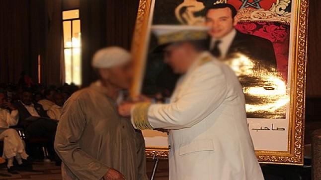الداخلية تحقق في توشيح مدير مدرسة غير موجودة ببولمان بوسام ملكي 