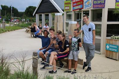 tieners mee naar een strandvakantie in Nederland