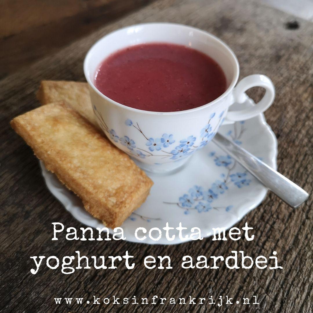 Lekkere frisse panna cotta door de toevoeging van yoghurt en aardbei.