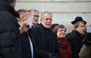 رئيس النمسا لم يحترم قانون كورونا المفروض داخل المقاهي و المطاعم